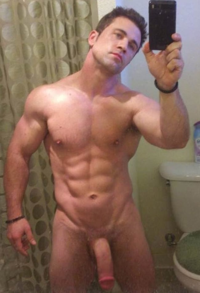 Muscley horny gays blow their loads